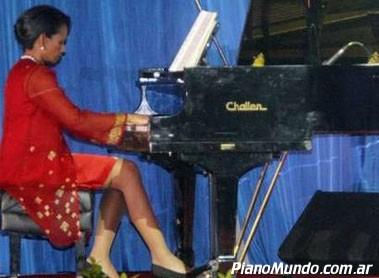 Condoleezaa Rice tocando el piano
