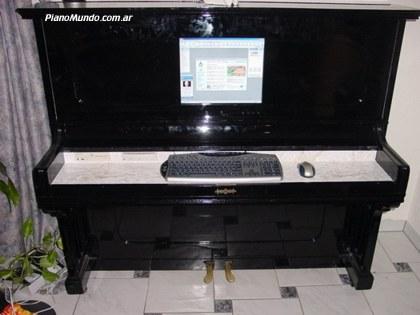 Piano y computadora