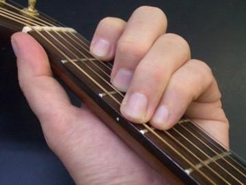 Posicion para afinar la guitarra
