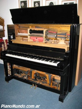 Una pianola Steinway mecánica